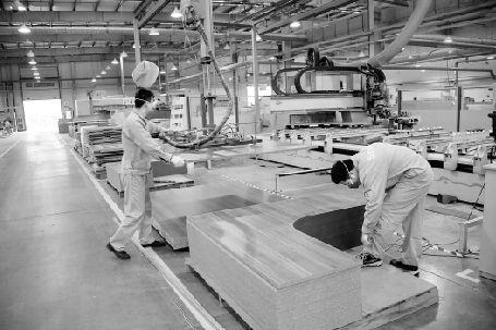 全铝家具制作过程——生产车间 柯索全铝家具制作过程中